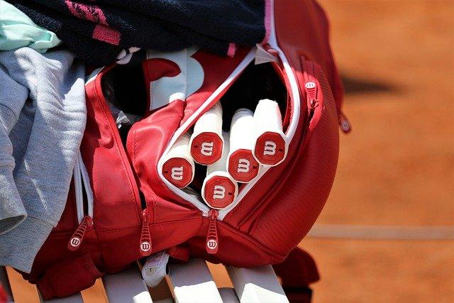 西岡良仁が使用しているラケットバッグの詳細!2021年最新版